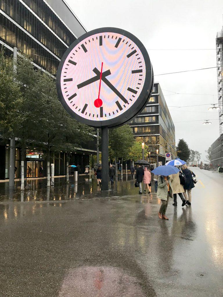 Bern: I Schweiz går tågen i tid.